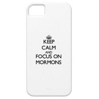 Guarde la calma y el foco en mormones iPhone 5 Case-Mate protector