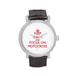 Guarde la calma y el foco en motocrós relojes de pulsera
