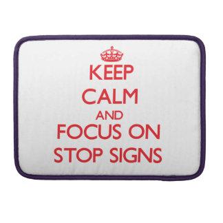 Guarde la calma y el foco en muestras de la parada fundas para macbook pro