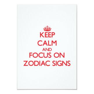 """Guarde la calma y el foco en muestras del zodiaco invitación 3.5"""" x 5"""""""