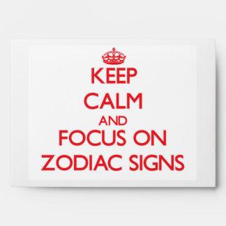 Guarde la calma y el foco en muestras del zodiaco