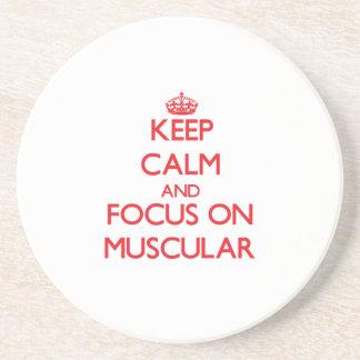Guarde la calma y el foco en muscular posavasos diseño