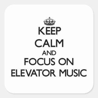 Guarde la calma y el foco en música del elevador calcomanías cuadradases