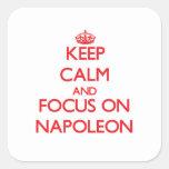 Guarde la calma y el foco en Napoleon Calcomania Cuadradas