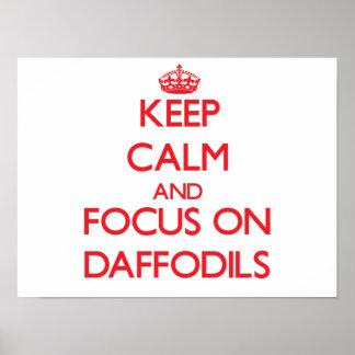 Guarde la calma y el foco en narcisos posters