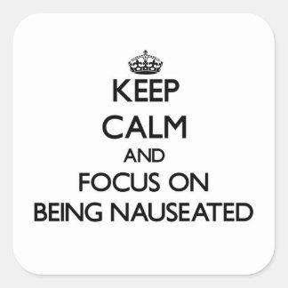 Guarde la calma y el foco en Nauseated Calcomanía Cuadrada