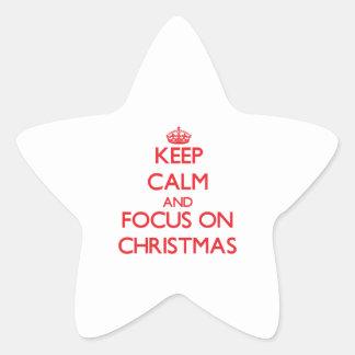 Guarde la calma y el foco en navidad pegatina en forma de estrella
