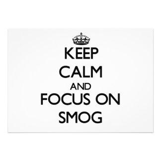 Guarde la calma y el foco en niebla con humo