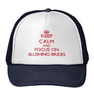 Guarde la calma y el foco en novias de ruborizació gorros bordados