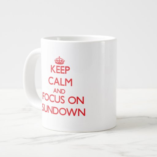 Guarde la calma y el foco en ocaso tazas extra grande
