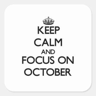 Guarde la calma y el foco en octubre calcomanía cuadradas personalizadas
