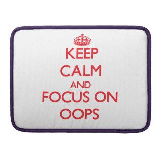 guarde la calma Y EL FOCO EN oOPS Funda Macbook Pro