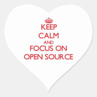 Guarde la calma y el foco en Open Source Pegatina En Forma De Corazón