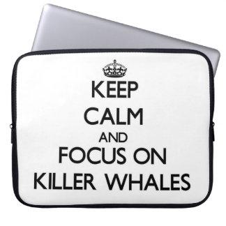 Guarde la calma y el foco en orcas funda computadora