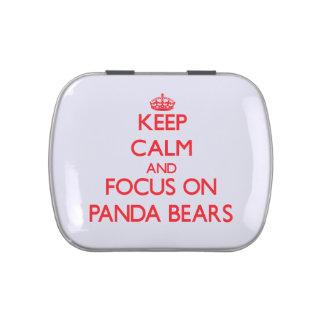 Guarde la calma y el foco en osos de panda frascos de dulces