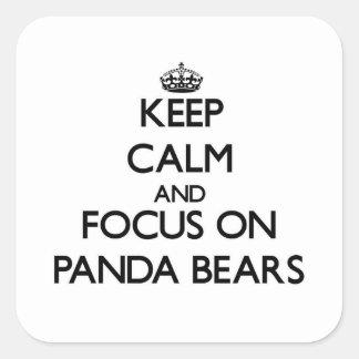 Guarde la calma y el foco en osos de panda colcomania cuadrada