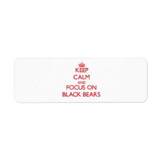 Guarde la calma y el foco en osos negros etiqueta de remite