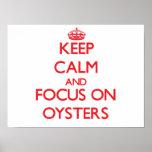 Guarde la calma y el foco en ostras póster