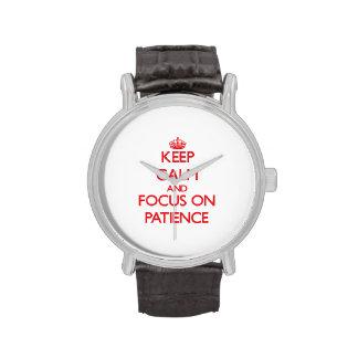 Guarde la calma y el foco en paciencia reloj