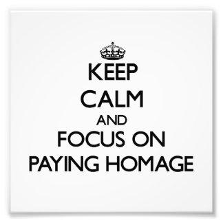 Guarde la calma y el foco en pagar homenaje