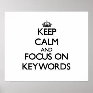 Guarde la calma y el foco en palabras claves poster