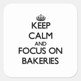 Guarde la calma y el foco en panaderías pegatina cuadrada