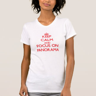 Guarde la calma y el foco en panorama camisetas