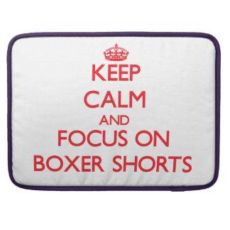 Guarde la calma y el foco en pantalones cortos del funda macbook pro