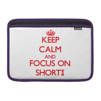 Guarde la calma y el foco en pantalones cortos funda para macbook air