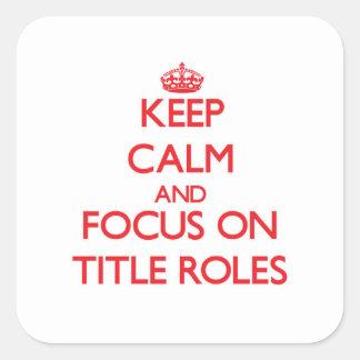 Guarde la calma y el foco en papeles protagonista pegatina cuadrada