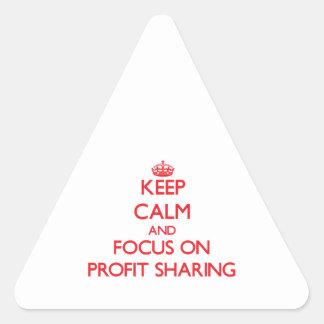 Guarde la calma y el foco en participación en los pegatina triangular