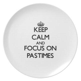 Guarde la calma y el foco en pasatiempos plato de cena