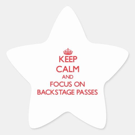 Guarde la calma y el foco en pasos entre calcomania forma de estrella