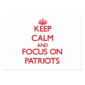 Guarde la calma y el foco en patriotas tarjetas de visita grandes