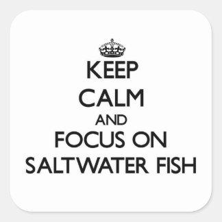Guarde la calma y el foco en peces de agua salada pegatina cuadrada