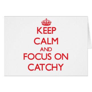 Guarde la calma y el foco en pegadizo tarjeta de felicitación