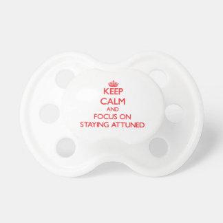 Guarde la calma y el foco en PERMANECER ADAPTADO Chupetes Para Bebés