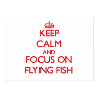 Guarde la calma y el foco en pez volador tarjeta de visita
