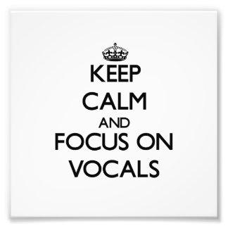 Guarde la calma y el foco en pieza vocal arte fotográfico