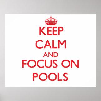 Guarde la calma y el foco en piscinas poster