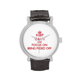 Guarde la calma y el foco en Pissed apagado Relojes De Mano