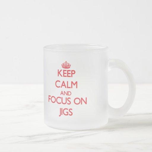 Guarde la calma y el foco en plantillas tazas de café