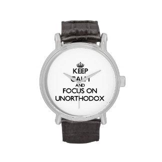 Guarde la calma y el foco en poco ortodoxo reloj de mano