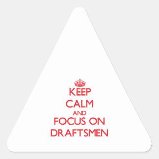 Guarde la calma y el foco en ponentes pegatina triangular
