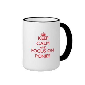 Guarde la calma y el foco en potros tazas de café