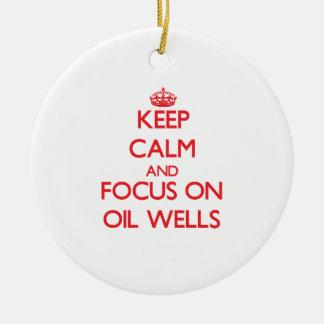 Guarde la calma y el foco en pozos de petróleo adorno redondo de cerámica