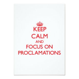 Guarde la calma y el foco en proclamaciones invitaciones personalizada