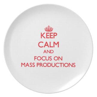 Guarde la calma y el foco en producciones en masa platos de comidas