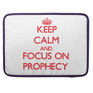 Guarde la calma y el foco en profecía fundas para macbooks