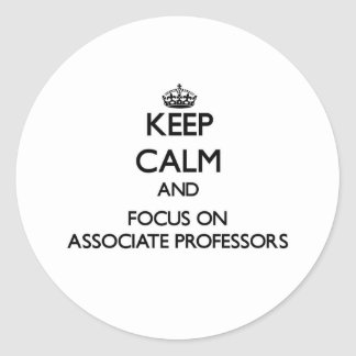 Guarde la calma y el foco en profesores adjuntos etiqueta redonda